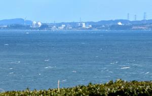 松浦市鷹島町からは、海をはさんで玄海原発が肉眼で見える=松浦市鷹島町阿翁免