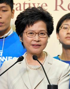 当選後、記者会見する林鄭月娥・次期香港行政長官=26日、香港、益満雄一郎撮影