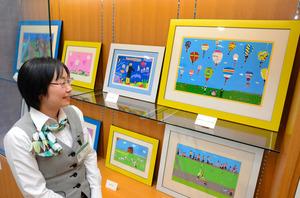 全面再開に合わせて展示される小間希美さんの作品=くまもと森都心プラザ図書館