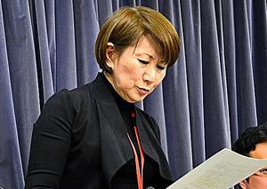 記者会見する「てるみくらぶ」の山田千賀子社長=27日、国土交通省