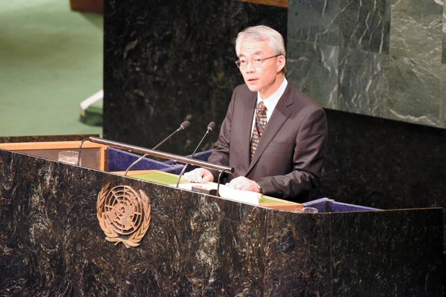 核兵器禁止条約の交渉会議で日本政府の立場を表明する高見沢将林・軍縮大使=27日、米ニューヨーク、鵜飼啓撮影