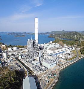 中国電力の石炭火力発電所内にある石炭ガス化複合発電の実証試験設備。CO2を分離、回収する設備や燃料電池を組み合わせた試験も予定されている=広島県大崎上島町、大崎クールジェン提供