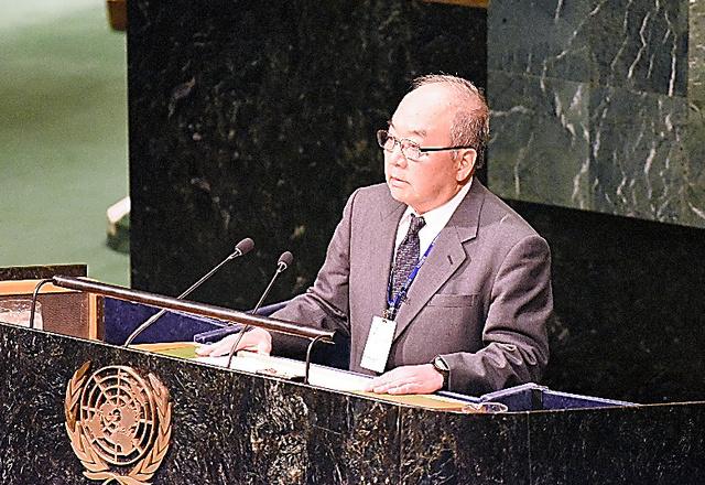 国連総会議場で始まった核兵器禁止条約の交渉で演説する日本原水爆被害者団体協議会の藤森俊希・事務局次長=27日、米ニューヨーク、鵜飼啓撮影