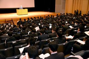 20代の男性教諭を対象に開かれた緊急研修=札幌市西区
