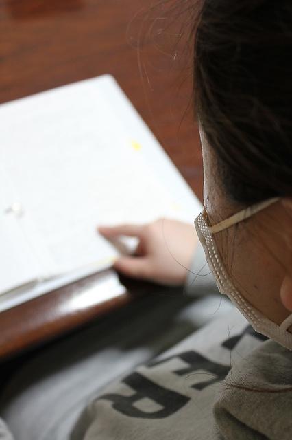 「買い物」編で紹介した女性は、依存症の回復プログラムとして、ノートに人生の出来事をつづった