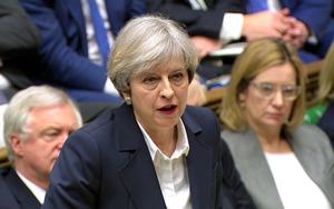 29日、英下院での論議に臨むメイ首相=AP