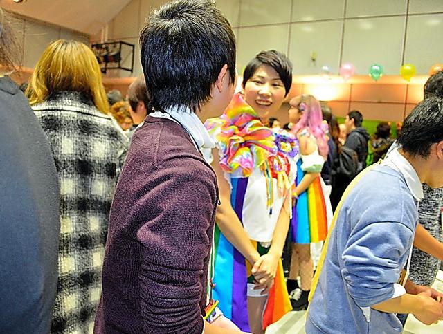 間もなく高校3年になるソウイチ(中央手前)は、昨夏からLGBT当事者の交流会に参加し始めた=2月、名古屋市