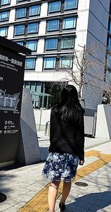 性的少数者への差別をなくすための集会に向かうリィナ=3月、東京都千代田区の衆院議員会館