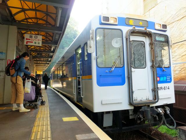 次駅まで「日本最短」の駅間距離となった松浦鉄道の佐世保中央駅=長崎県佐世保市