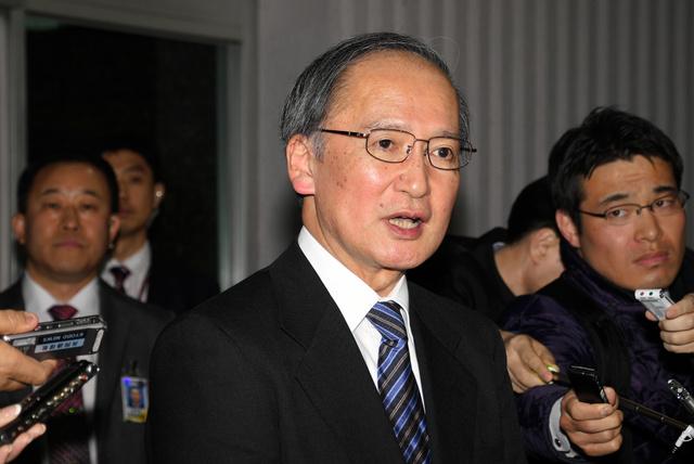 ソウルの金浦空港に到着した長嶺安政・駐韓大使=4日午後10時10分、武田肇撮影