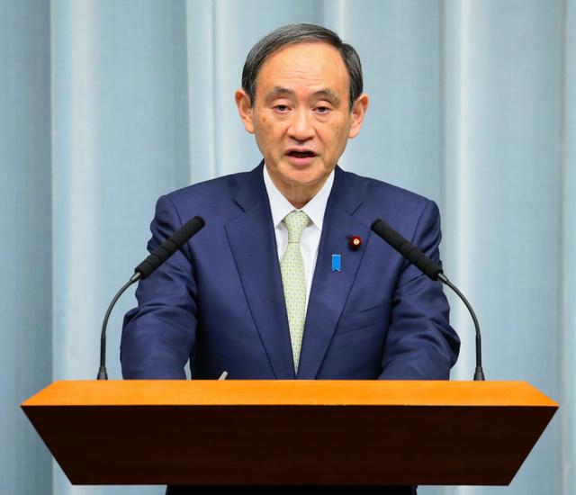 北朝鮮が日本海に向かって弾道ミサイルを発射したことを受け、記者会見する菅義偉官房長官=5日午前8時3分、首相官邸、岩下毅撮影