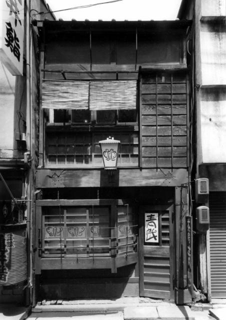 「茶房青蛾」の外観。1974年、原栄三郎氏撮影(五味美里さん提供)