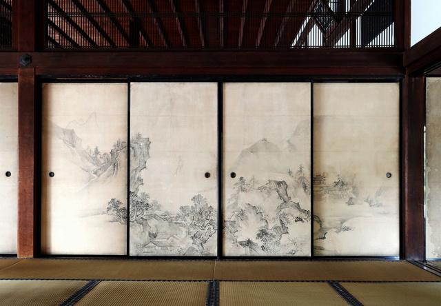 狩野探幽の襖絵=京都市北区、佐藤慈子撮影