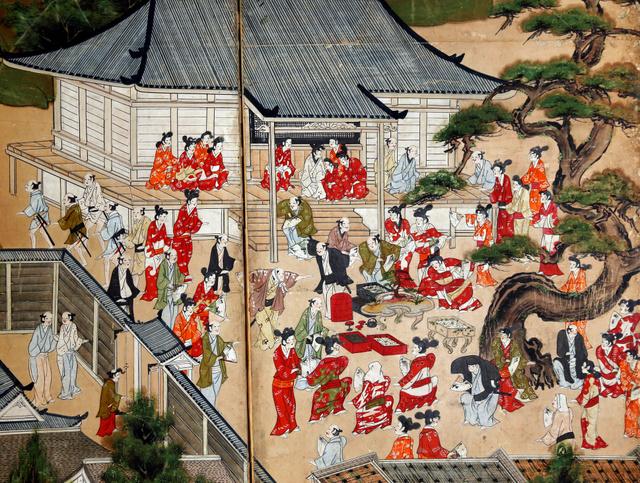 """北野天満宮の北野・東山遊楽図<Asajikai sjis=""""屏"""">屛</Asajikai>風(びょうぶ)。経王堂の前での酒宴の様子が描かれる。うねる松は初雪の日に祭神の菅原道真が降臨し、歌を詠むという「影向松(ようごうのまつ)」だ=京都市上京区、佐藤慈子撮影"""