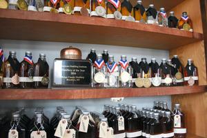 キングスカウンティー蒸留所の製品はさまざまな賞を受賞している=ニューヨーク、鵜飼啓撮影