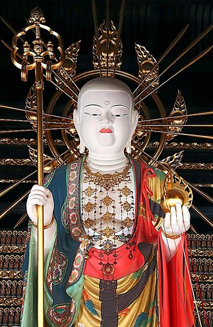寂光院の地蔵菩薩立像=佐藤慈子撮影