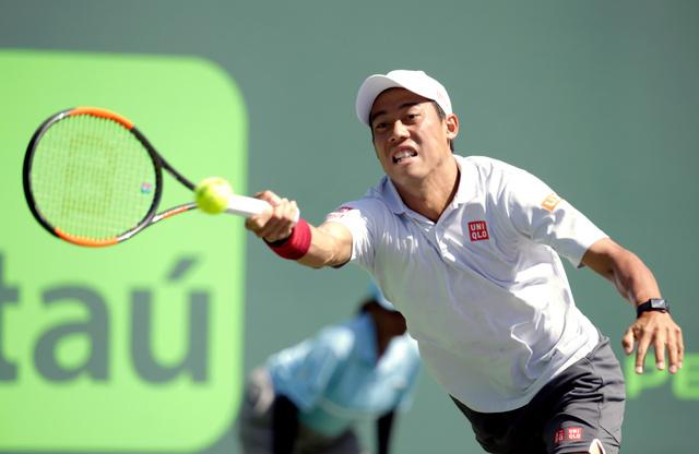 3月のマイアミ・オープン4回戦でフェデリコ・デルボニス(アルゼンチン)と対戦した錦織=AP