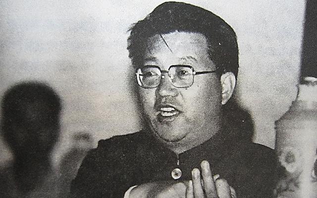 1980年代に河北省無極県の書記だったころの劉日氏=書籍「無極の道」から