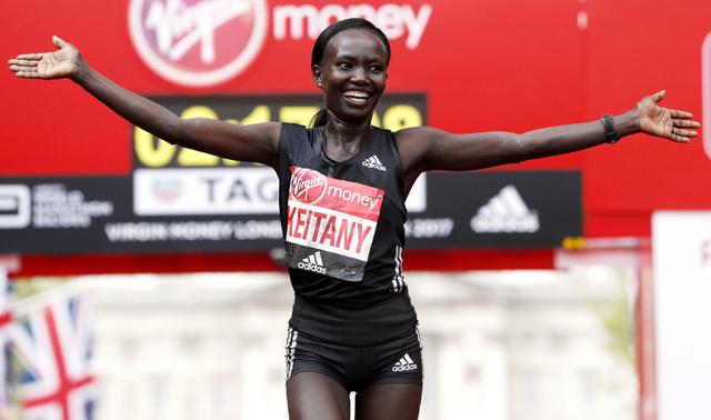 世界歴代2位の好記録で優勝したメアリー・ケイタニー=AFP時事