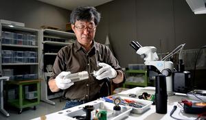 秋野裕さん 設計から手がけたマイク、243種類