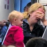 「ベビーカー無理やり取り上げ」米アメリカン航空が謝罪