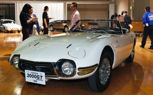 トヨタ2000GT、4台並べて見せます トヨタ博物館