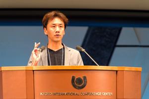 認知症の丹野さん登壇、体験語る 京都で国際会議開会式