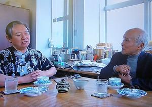 谷川俊太郎さん(右)と対談した大岡信さん=「新日曜美術館」から