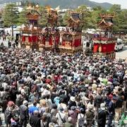 高山祭屋台「総曳き揃え」始まる ユネスコ遺産登録記念