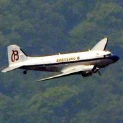 名機DC3、熊本の空に 製造から77年目、小学生遊覧