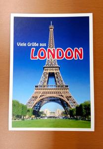 エッフェル塔を背景に、パリでなくロンドンと書かれた絵はがき