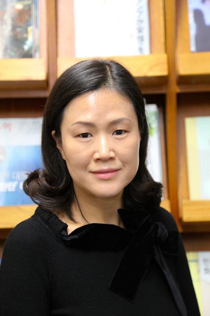 宋永美(ソン・ヨンミ) 1972年生まれ。熊本県に留学して日本語を学ぶ。95年から朝日新聞ソウル支局員。梨花女子大教育大学院で修士号
