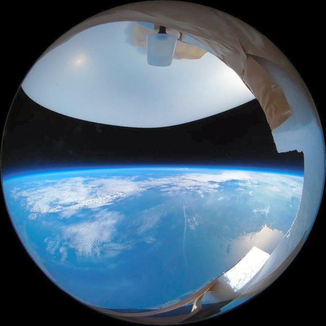 学生らが打ち上げたバルーンから撮影した地球=NAFT提供