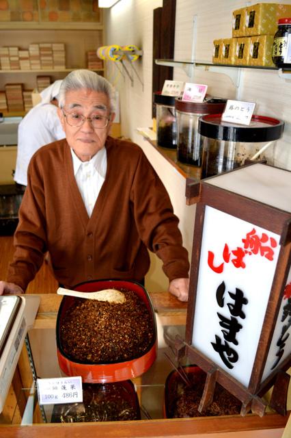 「はまや」の染谷久雄さん。焼きハマグリの販売が、約60年続く佃煮屋のスタートになった=千葉県船橋市