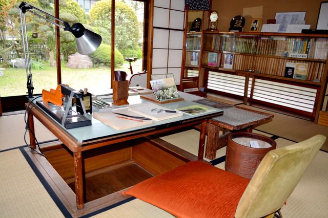 水木洋子が半世紀にわたり暮らした家の書斎=千葉県市川市