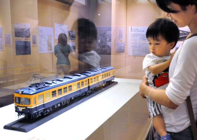 福井鉄道初の全金属製車両200形の模型=福井市大宮2丁目の県立歴史博物館