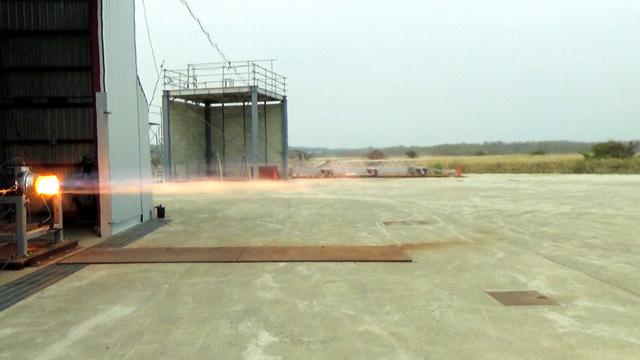 ガスを噴出するロケットエンジンの燃焼実験=インターステラテクノロジズ提供