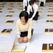 原爆死没者名簿を「風通し」 長崎・平和祈念館