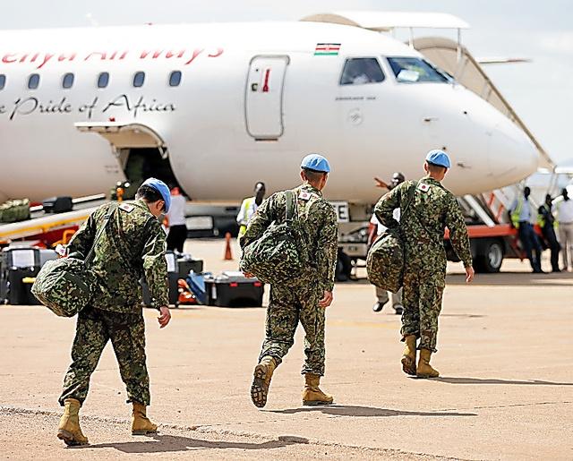 PKOの任務を終え南スーダンから撤収する自衛隊員たち=25日午後3時7分、ジュバ、杉本康弘撮影