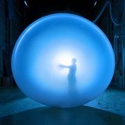 最後は破裂して役目終える「ゴム気球」 気象観測に一役