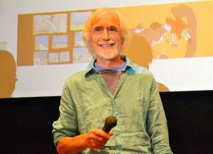 講演するポール・ドリエセンさん=5月21日、横浜・馬車道