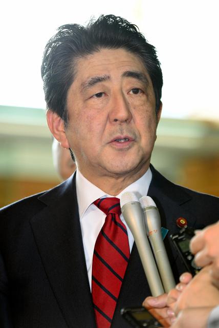 北朝鮮によるミサイル発射について話す安倍晋三首相=29日午前7時34分、首相官邸、竹花徹朗撮影