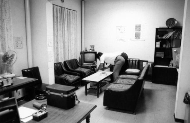 名古屋本社社員寮の居間兼食堂。当時は無人で人的被害はなかった=名古屋市東区