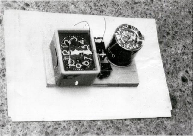 目覚まし時計やピース缶を使った時限式爆弾