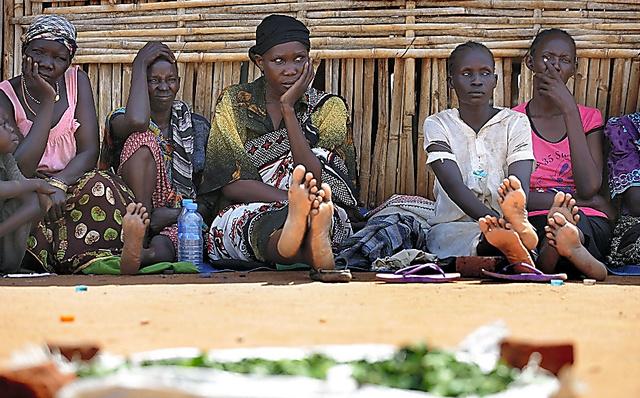 戦闘を逃れジュバの保護区に身を寄せる人々。キャッサバの葉で飢えをしのいでいた
