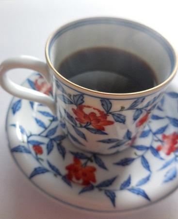 これから暑くなるとアイスコーヒーを手にする機会が増えますが、暑いときに熱いコーヒーも、すっきりしていいものです