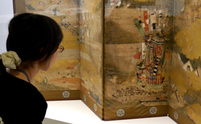 博多祇園山笠が描かれた江戸前期のびょうぶ絵=福岡市博物館