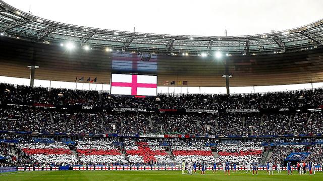 フランス・サンドニで行われた国際親善試合フランス―イングランド戦では、最近、英国で起きたテロの犠牲者に対し、哀悼の意が表された=ロイター