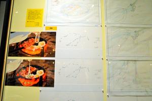 「食べるを描く。」展から「ハウルの動く城」ベーコンエッグの解説。左が完成画面、中央はベーコンや目玉焼きの周りで沸き立つ泡の原画 (C)2004 Studio Ghibli・NDDMT (C)Museo d'Arte Ghibli (C)Studio Ghibli