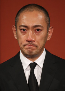 小林麻央さんの死去を受け、会見する夫の市川海老蔵さん=23日午後、東京・渋谷、越田省吾撮影
